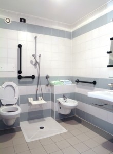 Permettre, par des aménagements simples, l'installation  ultérieure d'une douche accessible à une personne handicapée